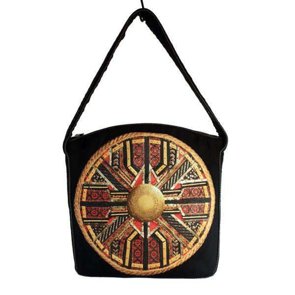Czarna torebka z czerwoną mandalą